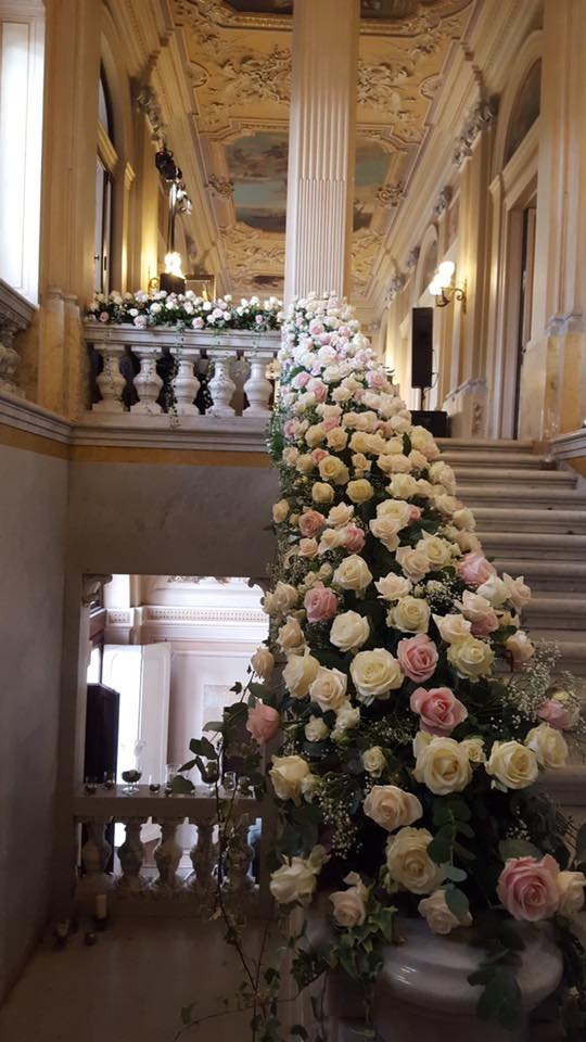 wedding roses stair way
